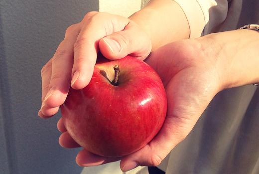 青木農園かわいいリンゴ 写真